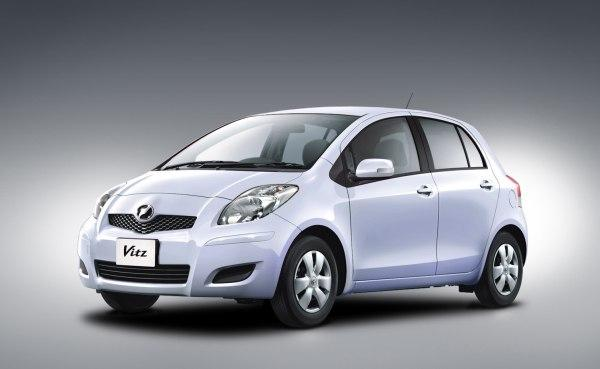 Front left white 2008 Toyota Vitz Car Picture
