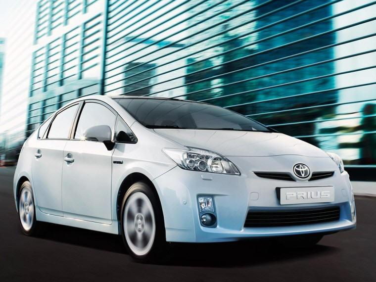 Front Right 2010 Toyota Prius III Hybrid Car Picture