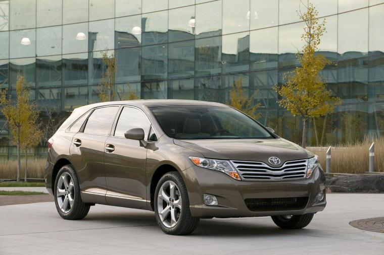 Front right brown 2009 Toyota Venza CUV Picture