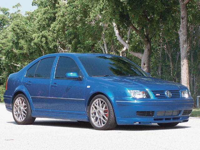 Front Right Blue 2004 Volkswagen Jetta GLI Car Picture