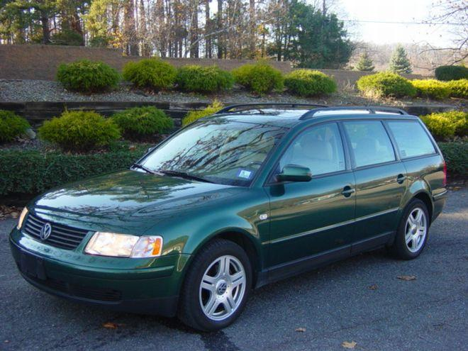 Front left dark green 2000 Volkswagen Passat Wagon Car Picture