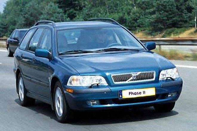 Front Right Blue 2001 Volvo V40 Wagon Picture