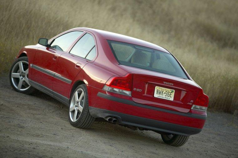 2004 Volvo S60 Car Picture