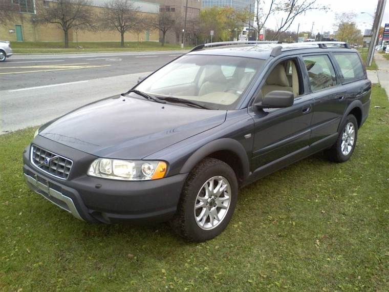 Front Left Black 2005 Volvo XC70 Wagon Picture