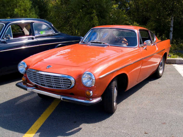 1967 Volvo P1800 Front Right Car Picture