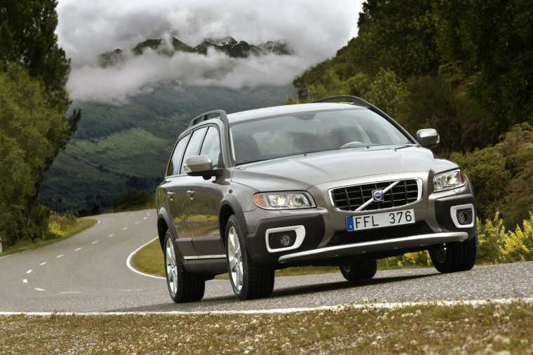 Front right dark gray 2008 Volvo XC70 Car Picture